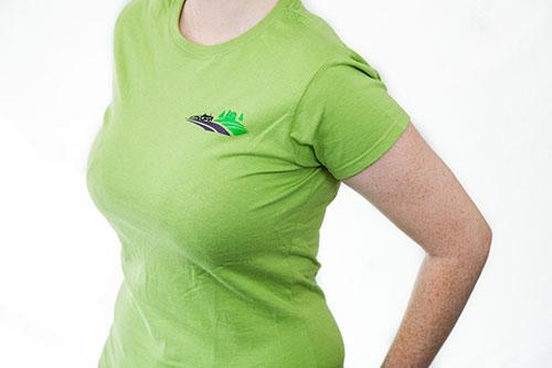 T-shirt à manches courtes pour femmes avec collet d'équipier