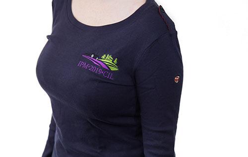t-shirt à manches longues et à collet pour femmes